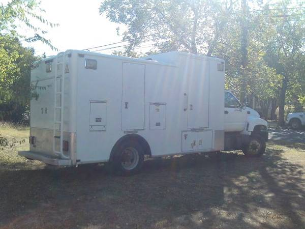 Photo box truck command center cargo 1997 GMC c6500 6 speed cat diesel 146k - $6,300 (no special license required to drive Georgetown)