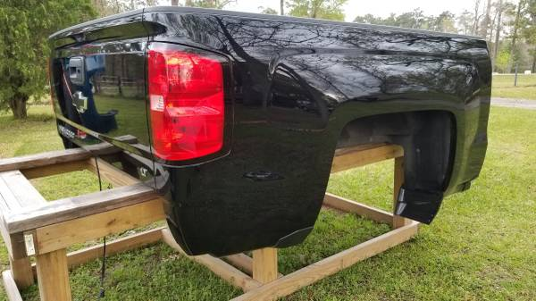 Photo Chevy Silverado 5.8ft Bed 2018 Fit 14-18 - $1,750 (Willis)