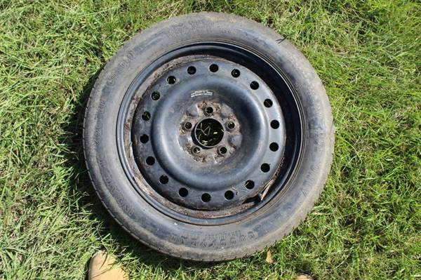 Photo Curb Alert Free 17inch mini spare tire, mounted holds air good tread (Lafayette)