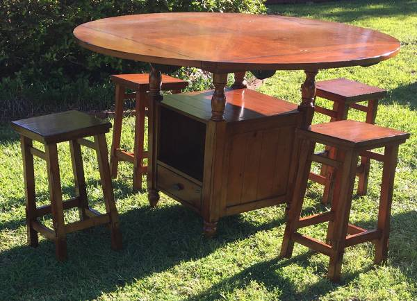 Photo Round Table w 4 Bar Stools - Solid Wood - $425 (Baton Rouge)