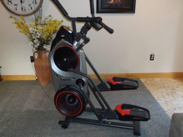 Photo Bowflex Max Trainer M5 - $675 (Mcalpin)