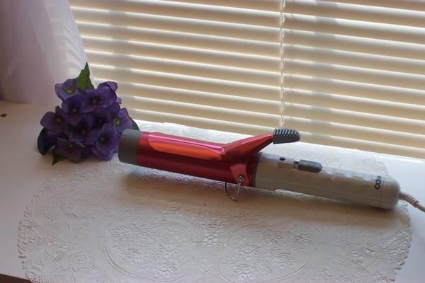 Photo Conair Jumbo Big Curl Red Barrel 1 12quot Hot Curling Iron Hair - $10 (orange park)