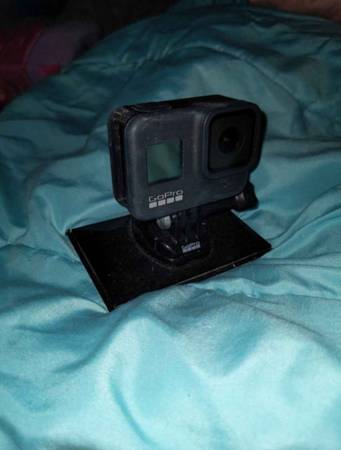 Photo GoPro Hero 8 (USED ONLY ONCE, MISSING SIDE DOOR) - $165