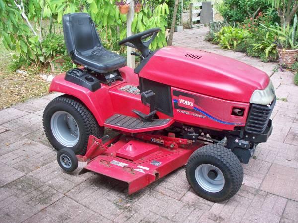 Photo TORO 522xi Wheel Horse 60quot Cut Tractor - $1250 (Hawthorne)