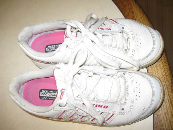 Photo Vintage Leather sneakers white K Swiss 11 womens - $5 (alachuahigh springs)