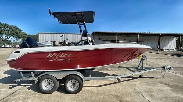 Photo 212021 Key Largo 2001CC Center Console Boat - $46,990 (Edgewater, FL)