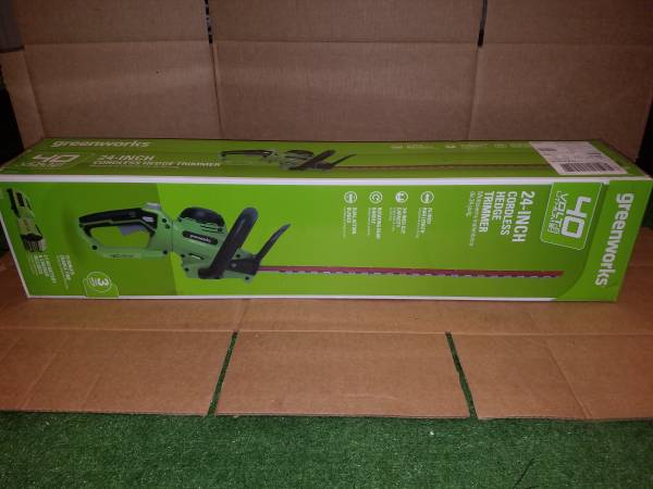 Photo BRAND NEW Greenworks 40V 24-Inch Hedge Trimmer 2.5Ah Battery and Quick - $110 (Winter haven)