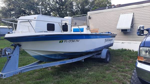 Photo Center console fishing boat for sale or trade - $5,000 (ZEPHYRHILLS)