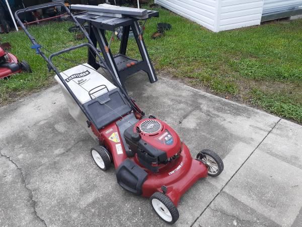 Photo Craftsman 21 inch self-propelled bagging or mulching lawn mower - $120 (Zephyrhills)