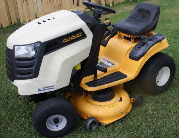 Photo Cub Cadet LTX 1040, automatic, 19 HP Kohler Courage, 42quot deck, rider - - $725 (Kissimmee)