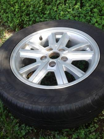 Photo Ford Mustang alloy wheel 05-09 16quot only 1 (East LAKE WALES fl)
