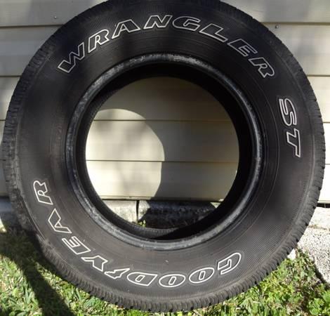 Photo Goodyear Wrangler ST Tire (frostproof)