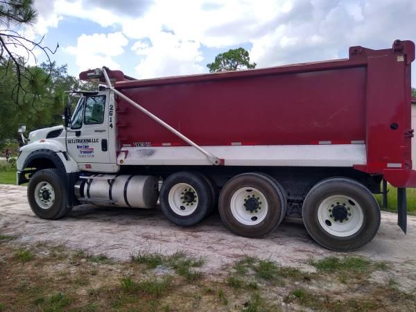 Photo International Workstar 7600 Dump Truck - $77,000 (Davenport)