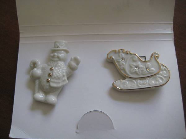 Photo LENOX China Winter Pins  Snowman  Sleigh  Two for $10 - $10 (Winter Haven, FL 33884)