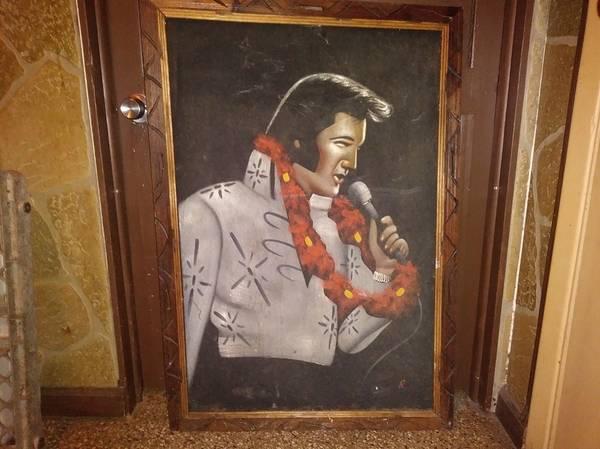 Photo Large Velvet Elvis Print in wood frame  more - $15 (Ta)