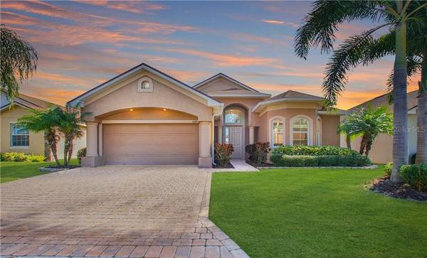 Photo Live the Florida dream pered with five-star resort amenities  (WINTER HAVEN , FL)
