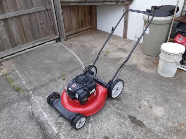 Photo MTD Yard Machines 21 inch high wheel mulching push lawn mower - $85 (Zephyrhills)