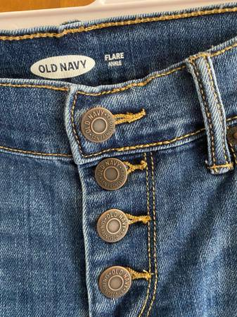 Photo OLD NAVY FLARE ANKEL JEANS - $10 (Winter Haven)