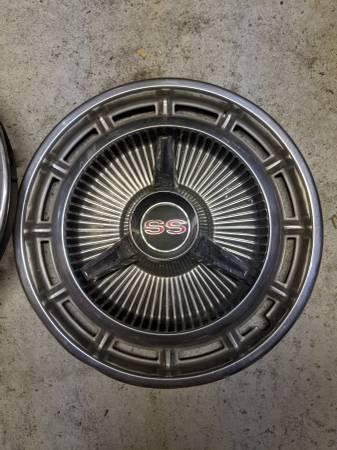 Photo Old vintage Chevy ss hubcaps set - $500 (Lakeland fl)