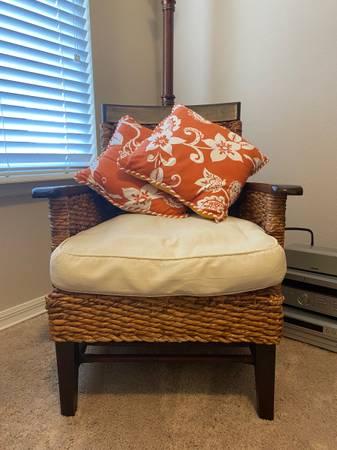 Photo Pier 1 Imports Chair - $175 (Auburndale)