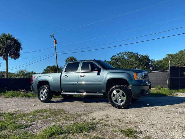 Photo STEALTH GRAY 2011 GMC Denali 2500HD Z71 4x4 DURAMAX DIESEL CLEAN - $21900 (DIESEL TRUCK SOURCE - We Sell Diesel Trucks)