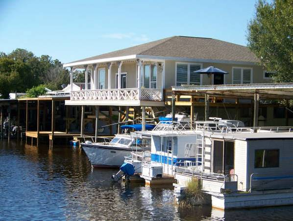 Photo WATERFRONT Spectacular House and Deal 32 Four Boat Slips bonus rms (Haines City)