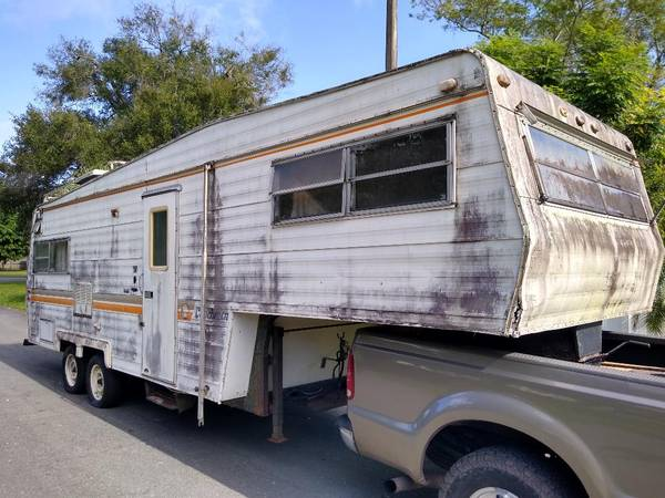 Photo WELL USED 5TH WHEEL CAMPER - NO PAPER TITLE - CAN DELIVER IF NEEDED - $600 (LAKELAND - SOUTHSIDE OF TOWN)