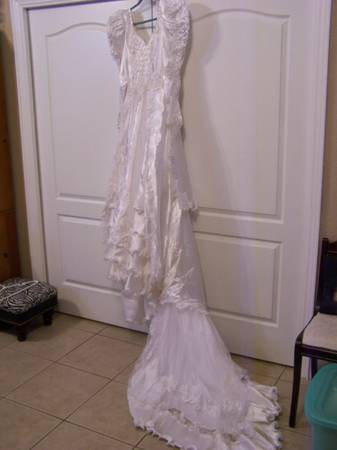 Photo Wedding Dress size 9 Princess Diana style could be a Theater Costume - $50 (NORTH LAKELAND)