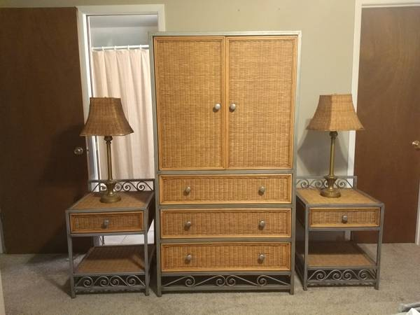 Photo Wicker  Metal Queen Bedroom Set - $400 (MULBERRY)