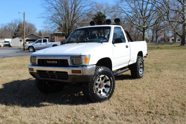 Photo 1990 Toyota pickup 4X4 - $7000 (Elizabethtown)