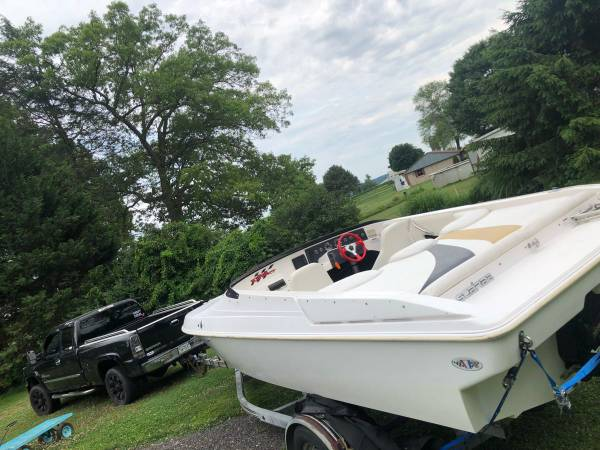 Photo 1997 wellcraft fuel injected Scarab 22ft Speed Boat - $9500 (Quarryville)
