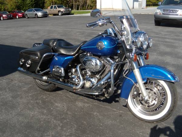 Photo 2010 HARLEY-DAVIDSON FLHRC quotROAD KING CLASSICquot MORE MILES  LESS PRICE - $6,995 (BROWNSTOWN PA)