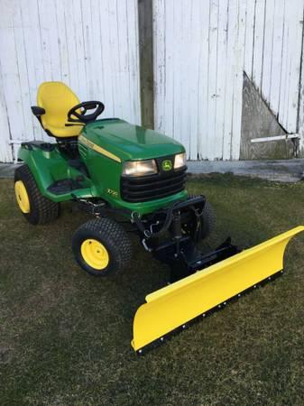 Photo 2012 John Deere X720 lawn mower 54 deck  snow blade - $6495 (Millersville)