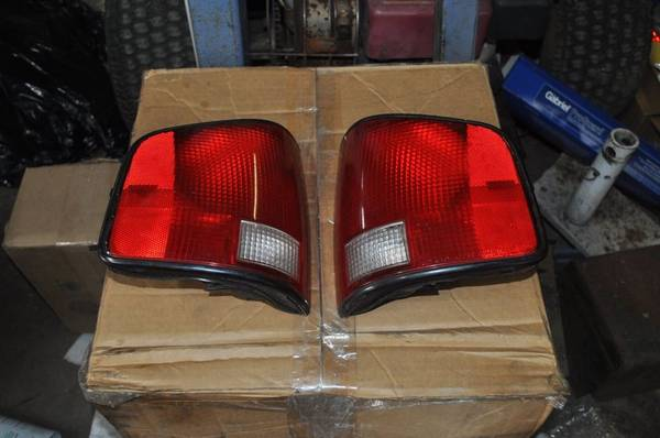 Photo 94 Chevy S10 Tail Lights - $20 (New Holland)
