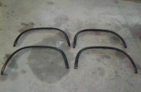Photo FACTORY FENDER FLARES SET from 1994 S10 Chevy Blazer - $100 (new providence, Pa)