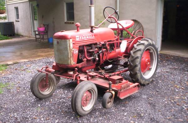 Photo Farmall Cub wbelly mower (snow plow $100 extra) - $2000 (Hershey,PA)