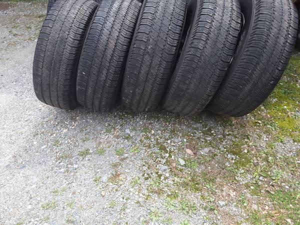 Photo Goodyear Wrangler Tires 25575R17 (New Providence)
