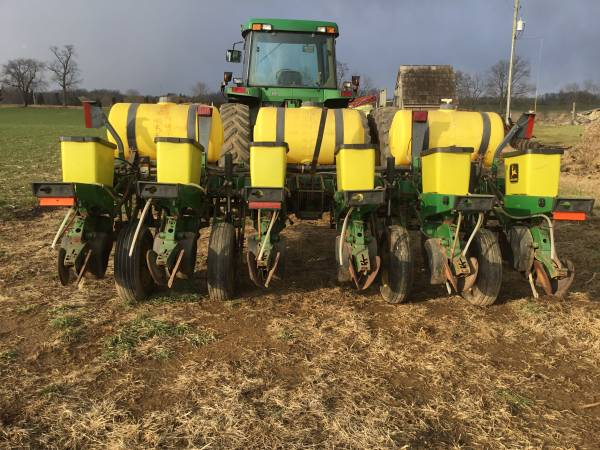Photo John Deere 1750 Corn Planter - $11000 (Mount Joy)