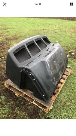 Photo John Deere DFS 14Bu Z925 Z930 Z950 zero turn mower bagger hopper top - $250 (Millersville)