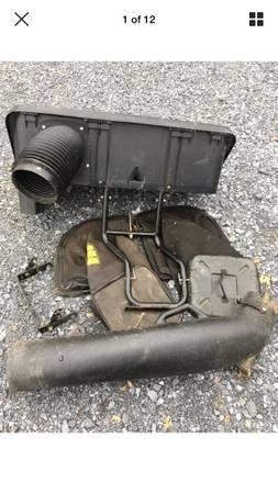 Photo John Deere LT133 LT150 LT155 38 grass bagger system - $100 (Lancaster)