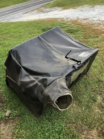 Photo John Deere MC519 trailer bagger canvas cover - $250 (millersville)