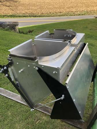 Photo John Deere X500 LX288 X300 GT245 GX345 DFS bagger hopper - $250 (millersville)