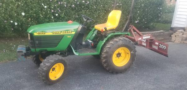 Photo John Deere tractor - $6,200 (Washington Boro)