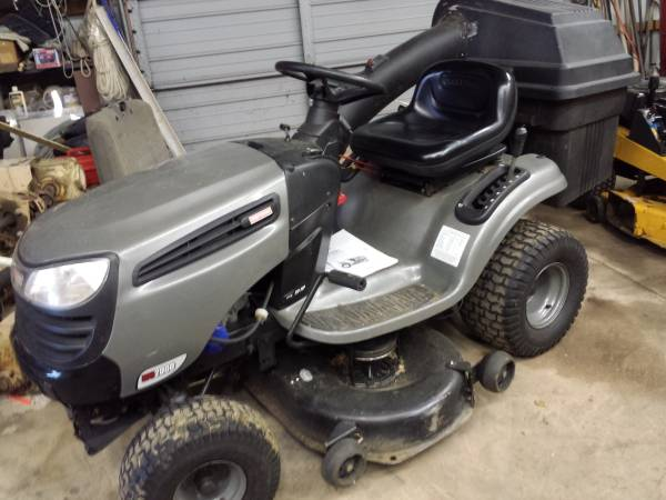 Photo Lawn Tractor Sears Craftsman - $800 (Schaefferstown, PA)