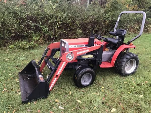 Photo Massey Ferguson 1010 4WD Diesel Loader Tractor - $5750