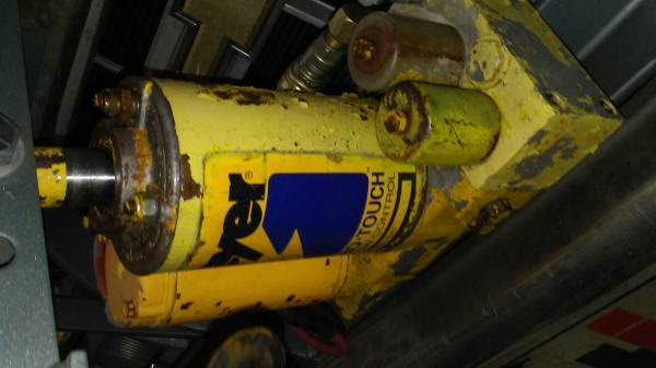 Photo Meyers snow plow pump E47 - $400 (new providence, PA)
