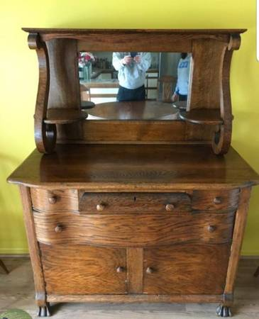 Photo Oak Dining Room Table and Buffet - $400 (HarrisburgHershey)