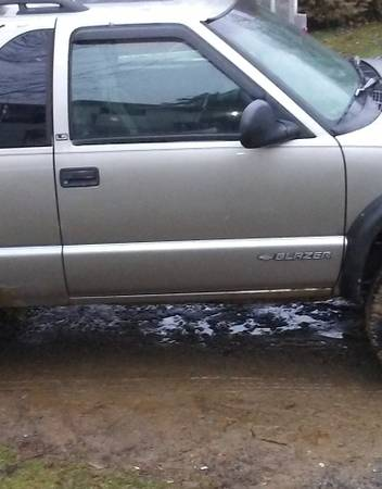Photo PASSENGER SIDE DOOR from 1998 Chevy ZR2 S10 Blazer - $100 (new providence, Pa)