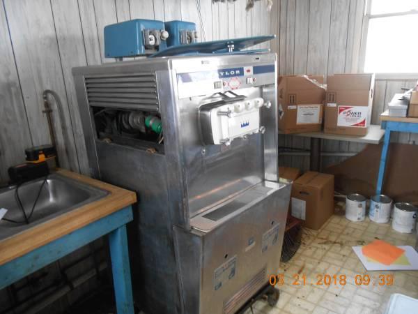 Photo Taylor Ice Cream Machine - $800 (Ephrata)
