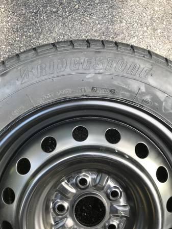 Photo Tires- 1 of Each- BRIDGESTONE 21560R16 - GOODYEAR WRANGLER 26570R17 - $65 (Sinking Spring)